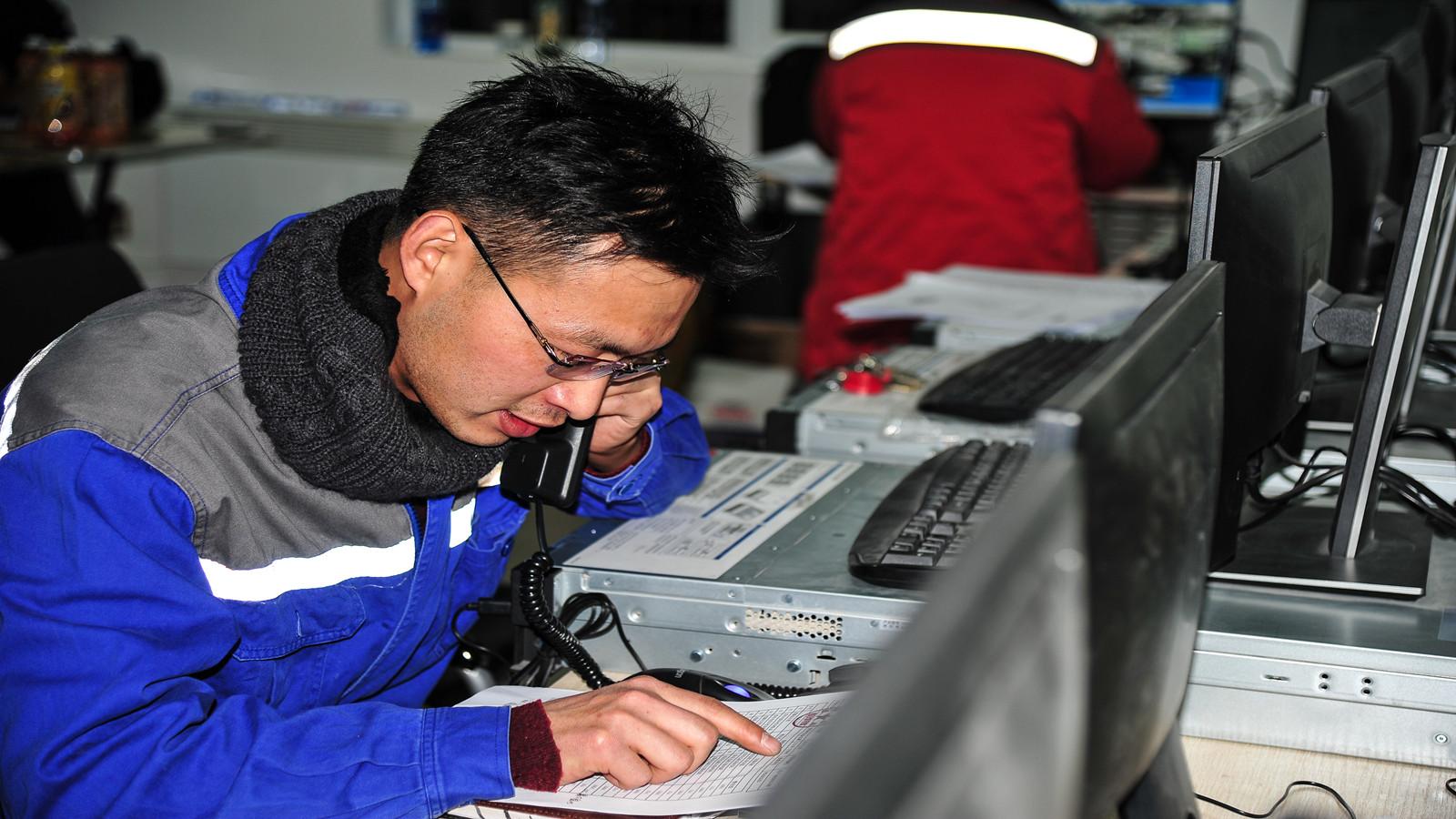 """宁夏盐池大水坑300MW风电工程""""宋堡第一风电场""""首台风机成功并网"""